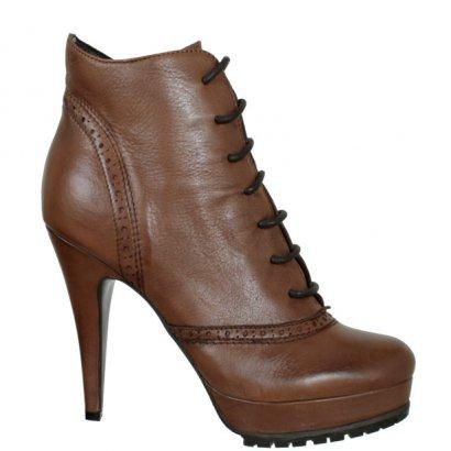 Boots Bata.