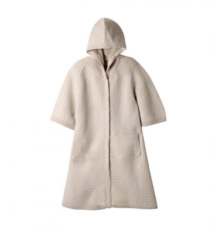 Manteau en maille à capuche.