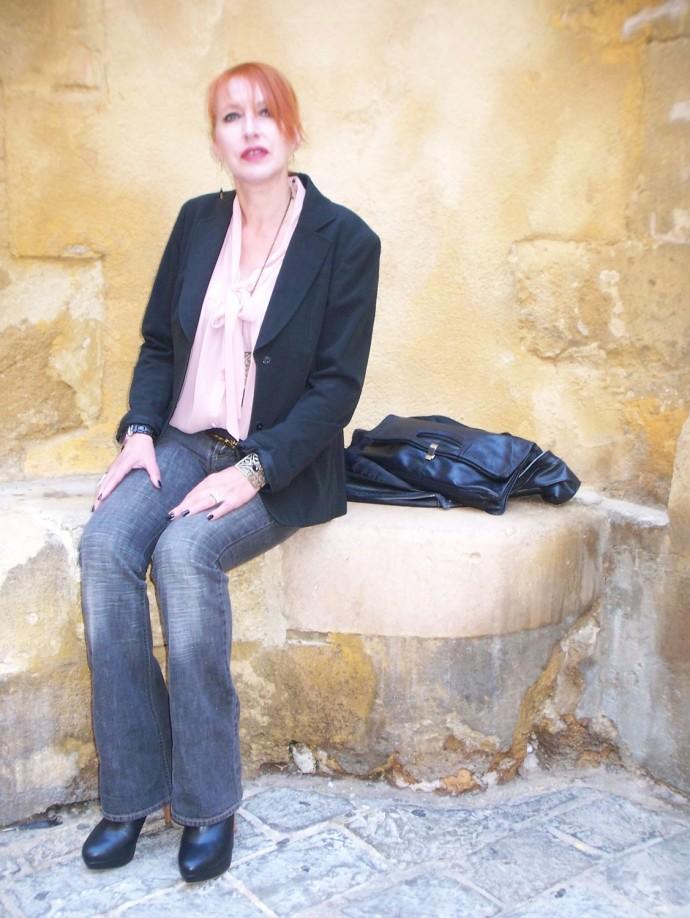 Jean et blouse.