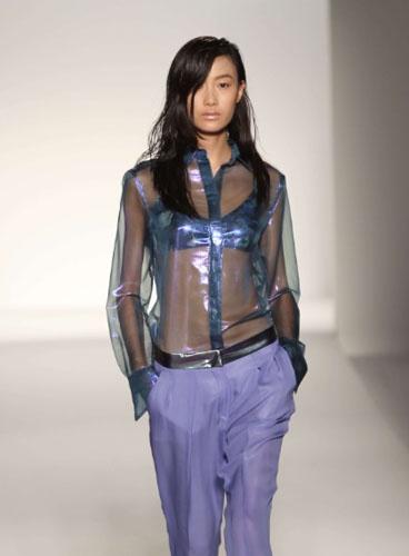 Pantalon et sa Chemise Transparente.