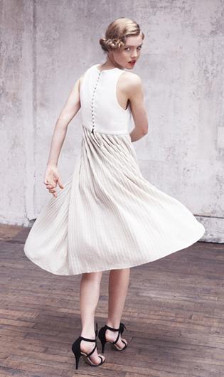 La robe plissée longueur midi