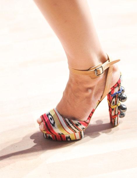 je veux des chaussures pour l t 2012 fin la f e rousse. Black Bedroom Furniture Sets. Home Design Ideas