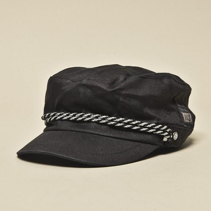 Une casquette IKKS.