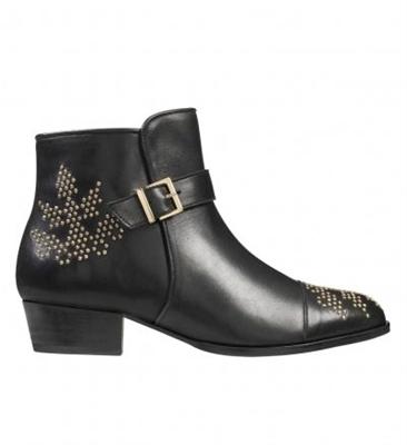 Boots rock cloutées.