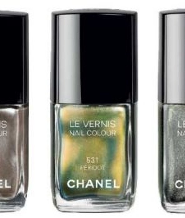 Vernis Chanel irisé.