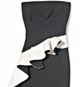 Robe noire et blanche chez Zara.